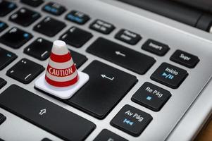 cône d'avertissement sur le clavier photo