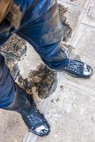 Vue de dessus d'un homme tombé dans le canal de Venise photo