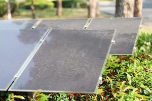 panneaux solaires contre nature photo