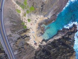 photographie aérienne de personnes sur la plage photo