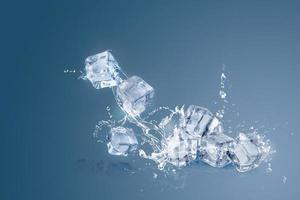 cubes de glace isolés sur fond bleu photo