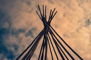 photographie à faible angle de bâtons bruns photo