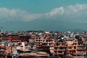 ville près de la montagne