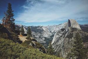 vue paysage de la chaîne de montagnes photo