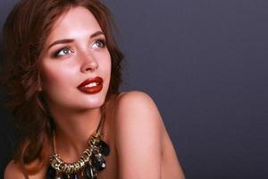 portrait, de, jeune, belle femme, à, bijouterie photo