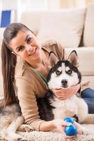 femme avec chien photo