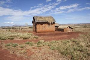 Maison au toit de chaume dans l'ouest de Madagascar
