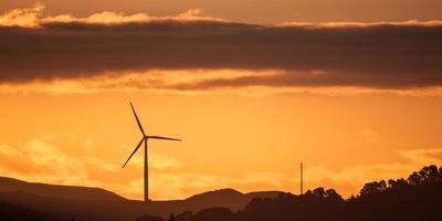 silhouette d'éolienne photo