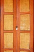 porte en bois de style asiatique avec serrure