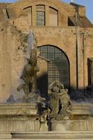 Fontaine sur la Piazza della Repubblica à Rome photo