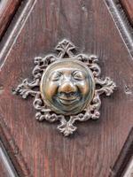 Apfelweibla, poignée de porte vintage sur porte antique, arrière-plan photo