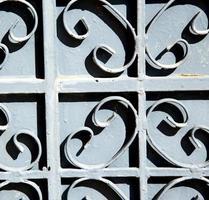 Le Maroc rouillé en métal en Afrique l'ancienne façade en bois
