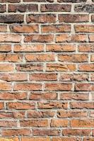 fragment de mur de briques rouges
