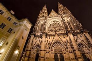 façade de st. cathédrale vitus à prague photo