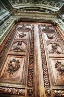 Santa Croce porte principale en hdr photo