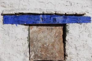 fenêtre sur mur blanchi à la chaux. monastère de Drepung-Lhassa-Chine. 1192 photo