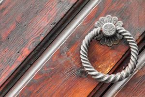 Poignée de porte vintage sur porte antique, arrière-plan