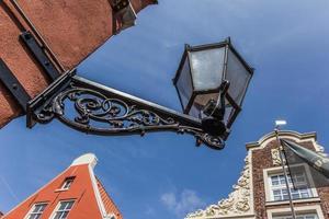 Vieille lanterne noire au centre de leer photo