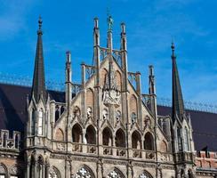 Munich, détails de la façade de l'hôtel de ville gothique