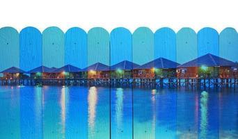 """Peinture murale """"paysage marin de sipadan"""". le concept de peinture de clôture en bois photo"""