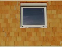 chantier de construction maison fenêtre brique mur verre photo