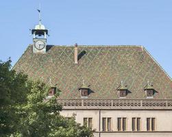 toit ornementé