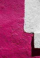 jeu de lumière et de couleur sur le mur