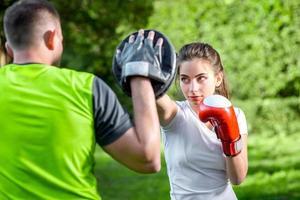 couple sportif dans le parc photo