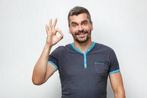 concept pour homme émotionnel avec barbe