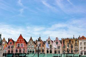 bâtiments peints en marron