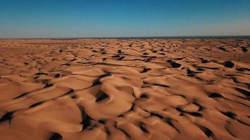 dunes de sable brun