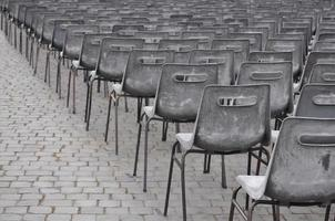 préparer les chaises pour le public au vatican