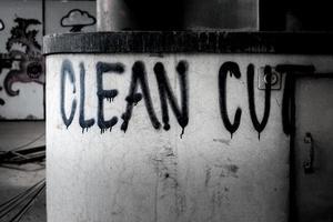 graffitis sur l'ancien bâtiment photo