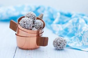 flocons d'avoine et de noix de coco au chocolat photo