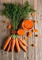 alimentation saine - carottes et jus de carottes