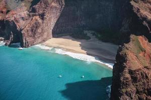 formation rocheuse près de la mer photo