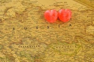 bonbon coeur doux présente l'amour dans la vieille carte de la russie photo