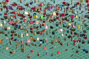 beaucoup de cadenas sur le pont photo