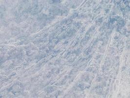 surface de glace bleue translucide