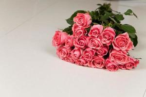 bouquet de grandes roses photo