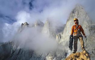 grimpeur sur le bord. photo