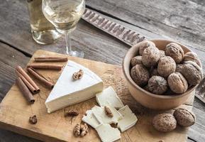 fromage brie aux noix photo