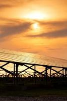 panneau solaire avec soleil photo