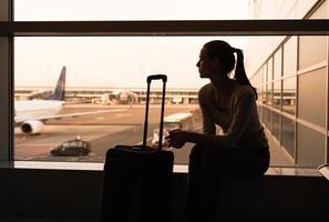 femme à l'aéroport photo