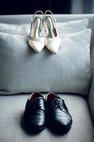 chaussures de mariée et de marié photo