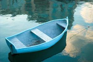 flottant le long ...