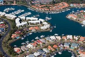 domaine de canal de luxe au bord de l'eau photo