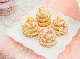Table de cadeau de dessert sucré de mariage dans la maison photo