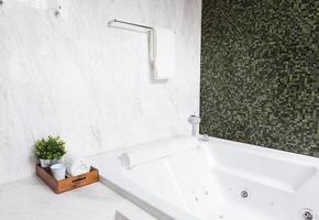 baignoire à remous moderne