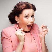 jeune femme d'affaires en rose photo